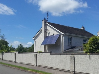 https://www.cleanenergyireland.ie/wp-content/uploads/2014/12/roof-mounted-solar-panels-2.jpg